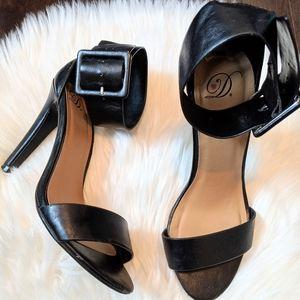 Heart in D ankle strap heels